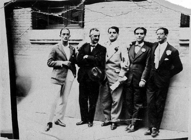 LA BARRACA Som del av teatergruppen La Barraca reiste Lorca rundt på landsbygda. De opsøkte områder av Spania hvor folk ofte levde i bunnløs fattigdom, oftest uten strøm og innlagt vann. Noen form for underholdning hadde de fleste aldri opplevd. I tillegg til å opptre hadde noen ganger med seg en liten kinoprosjektor.