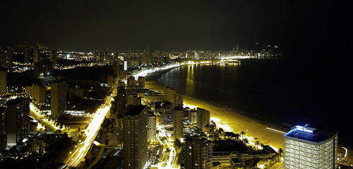 800px-benidorm-night-17042010500(1).jpg