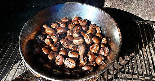 800px-caldarroste,_geröstete_kastanien,_roasted_chestnuts.jpg