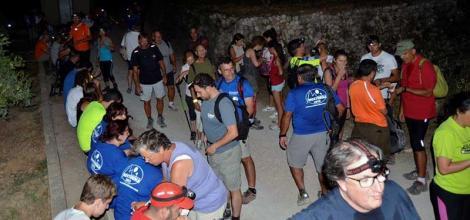 Gåtur i nattemørket: Under fjorårets arrangement deltok over 300 personer fra ti forskjellige nasjoner.