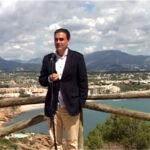 Alfaz del Pi´s ordfører Vicente Arques (PSOE) holder tale i Sierra Helada etter tildelingen av Månedens naturpark 2013.