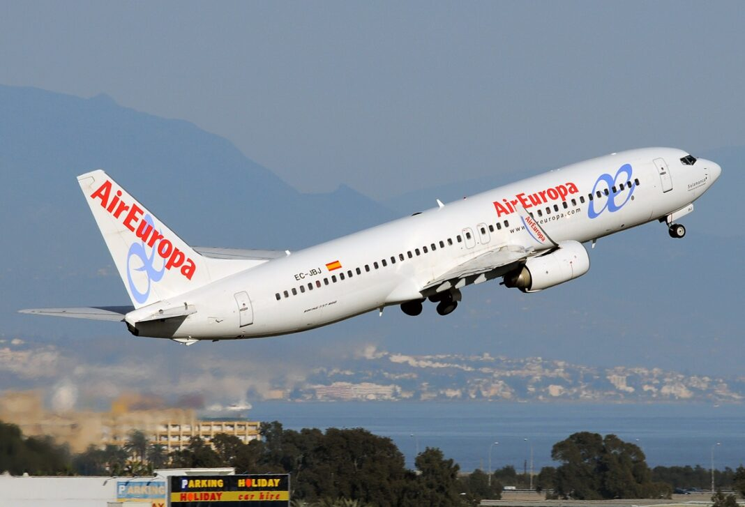 Foto: Et Air Europa-fly tar av fra flyplassen i Málaga, Spania (Javier Bravo Muñoz, Wikimedia Commons 2010).