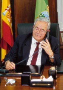 Aktiv helt til slutten: Justo Quesada Samper døde i 2010 av hjerteproblemer på San Jaime sykehuset i Torrevieja. Han er begravet i San Miguel de Salinas. Han hadde da overlatt bedriften til sin sønn men han var fortsatt delaktig i driften helt til helsa sviktet.