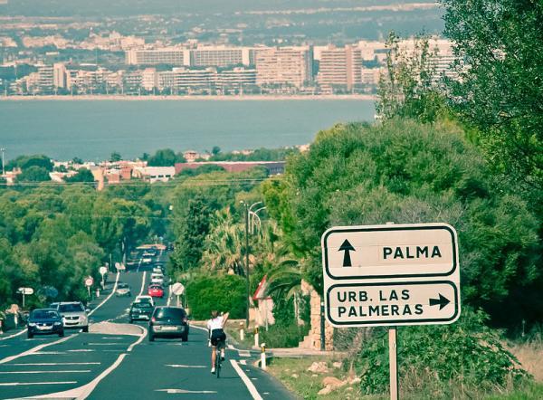 Foto: Det nye vedtaket på Palma på Mallorca kommer etter en sterk økning i antall søknader om å drive hotell og apartments i byen. Byrådet mener kapasiteten for nye overnattingssteder er sprengt. Tidligere i år ble det innført forbud mot all privat leilighetsutleie til turister under sommersesongen.