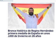 Foto: Spania feirer snøbrettkjøreren Regino Hernández som tok landets første medalje i Vinter-OL på 26 år. Bildet er fra den spanske avisen El Mundo torsdag 15. februar.