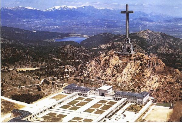 Foto: Etter at monumentet De falnes dal (bildet) stod ferdig i 1959, beordret Franco-diktaturet at gravene til tusenvis av ofre fra borgerkrigen skulle flyttes til stedet og samles i massegraver. Flyttingen av de døde skjedde uten samtykke fra familiene.