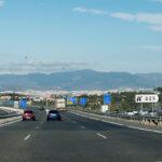 Trafikken på motorveien A7 flyter som regel fint. Mange vil spare noen Euro på å unngå bomveien, selv om gratis-veien N332 flere steder er plaget av kø.