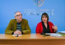 Byråd Jose Hurtado og Carmen Morate fra Torrevieja kommune legger frem den nye planen for byens dyremottak.