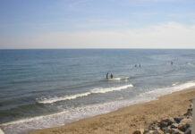 Calaholda stranden er populær blant nordmenn på Costa del Sol. Den norske sjømannskirken ligger få minutter fra hvor den døde ble funnet.