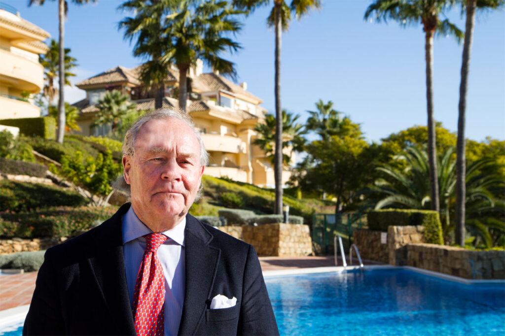 """Advokat Einar Askvig har en årrekke drevet som norsk advokat og senior-partner i Vogt Advokatfirma i Marbella. Han har skrevet flere av kapitlene i boken, """"Å flytte til Spania""""."""