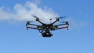 DRONER PÅ SKATTEJAKT: Både kommunens bygge og plan-etat og skattemyndighetene bruker nå droner for å raskt og billig kartlegge eventuelle basseng og påbygg oppført uten tillatelse. Ny teknologi og behov for å forbedre kommune-økonomien forklarer denne økende tendensen.