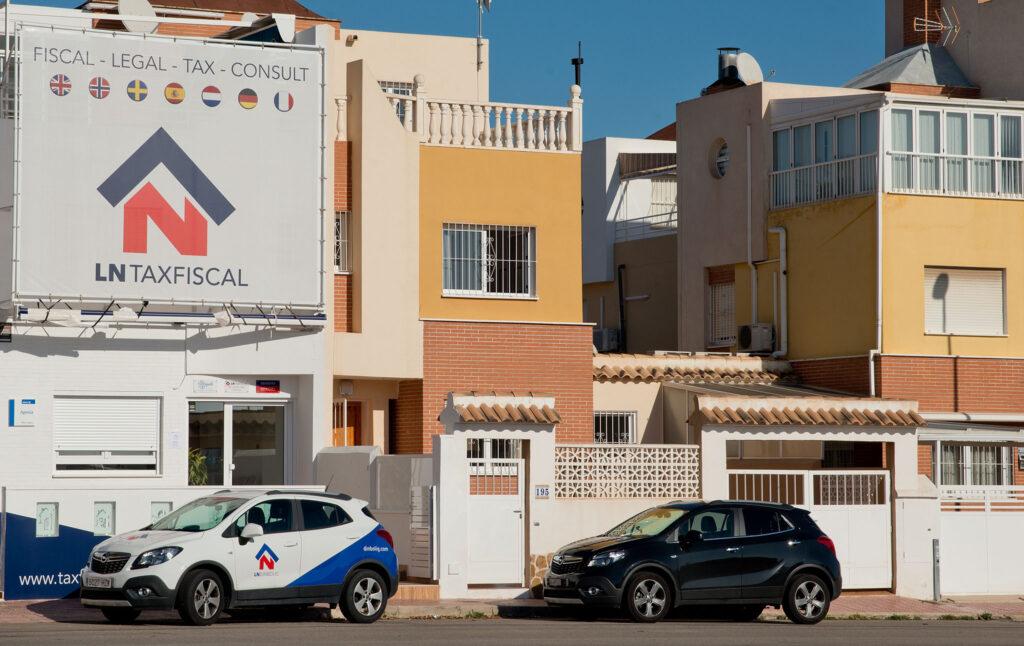 Bedriftens nye kontorer ligger i et eget nytt bygg nesten vegg i vegg med meglerkontoret på Los Altos i Orihuela Costa like syd for Torrevieja.