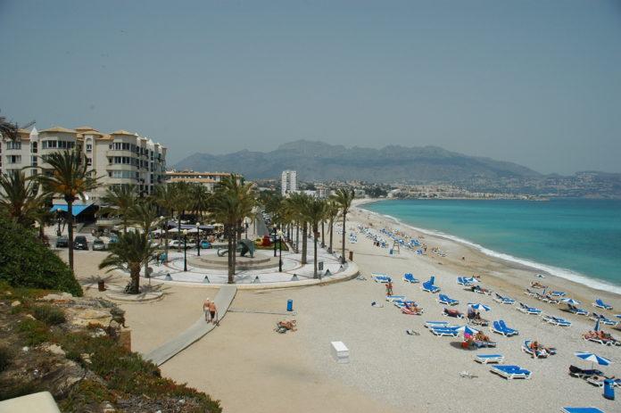 Stranden i Albir er kommunens største trekkplaster.
