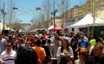 I 2019 er det 25 år side man for første gang arrangerte «Feria internacional de los Pueblos» i Fuengirola. Tradisjonen tro fylles feria-plassen mellom Fuengirola sentrum og Boliches med et utall boder, tivoli, casetas og utendørsrestauranter fra et trettitalls forskjellige land.