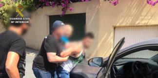 Politiet har også beslaglagt fem mobiltelefoner fra den siktede 29-åringen.